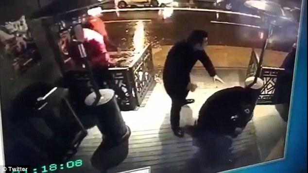 Ataka Turkijos naktiniame klube: ką žinome