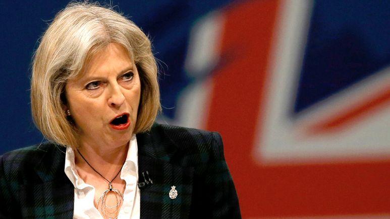 """Britanijos premjerė perspėjo apie """"skaldymo politiką"""""""