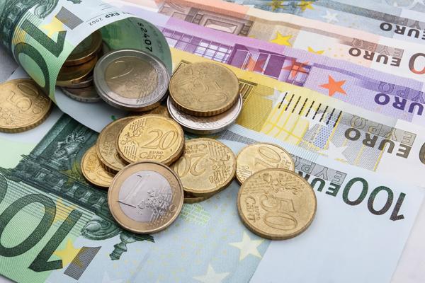 Kas ketvirtas lietuvis 2016-aisiais skolinosi pinigų