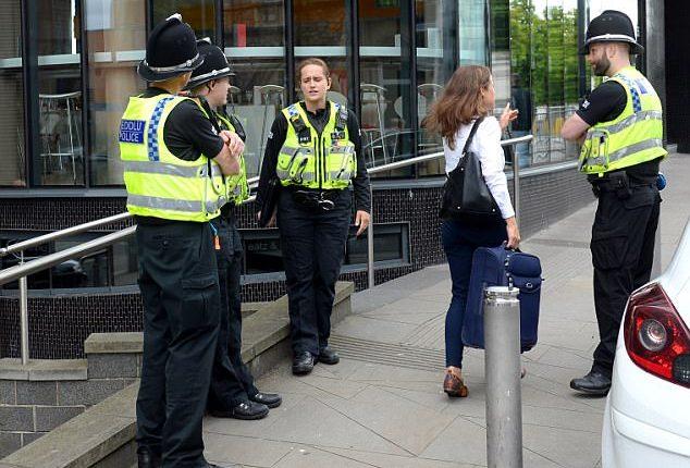 Didžiojoje Britanijoje sulaikyti trys vyrai, įtariama, planavę teroristinį išpuolį