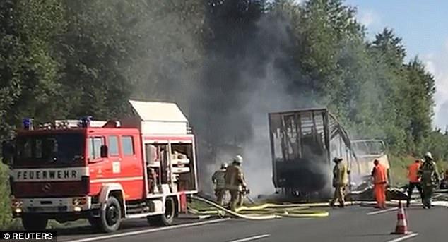 """Vokietijoje per autobuso avariją dingę 18 žmonių """"veikiausiai žuvo"""", sako policija"""