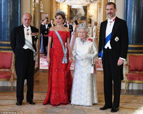 Ispanijos karalius su karaliene pradėjo valstybinį vizitą Jungtinėje Karalystėje