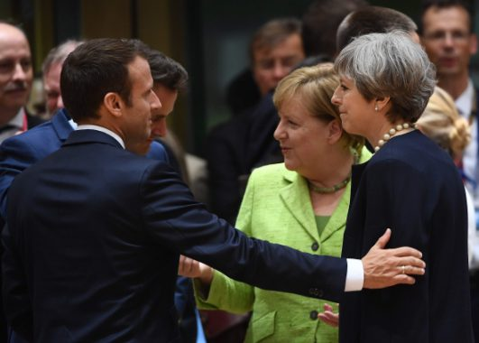 """Macronas planuoja rengti viešas konferencijas apie ES po """"Brexit"""""""