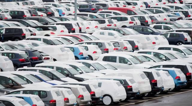 Naujų automobilių pardavimai Didžiojoje Britanijoje krenta trečią mėnesį paeiliui
