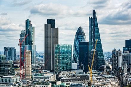 """Nepaisant """"Brexit"""", Londono bankai toliau samdo naujus darbuotojus"""